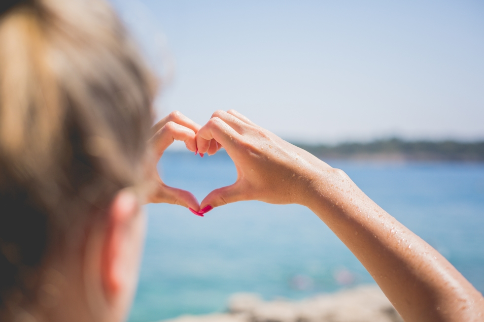 hand-love-heart-by-the-sea-picjumbo-com